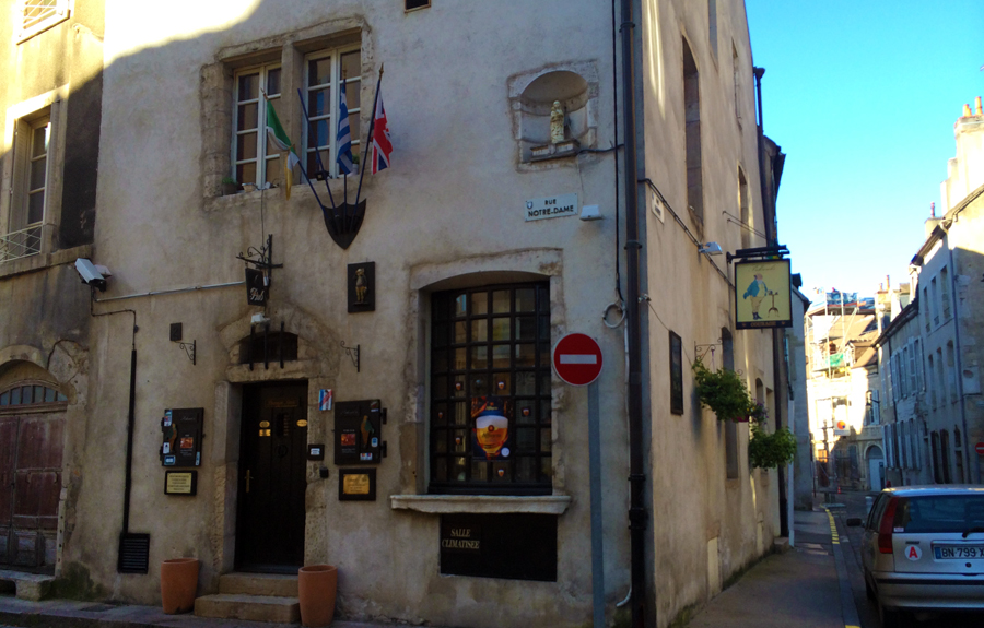 Le Pickwick Bar in Beaune France