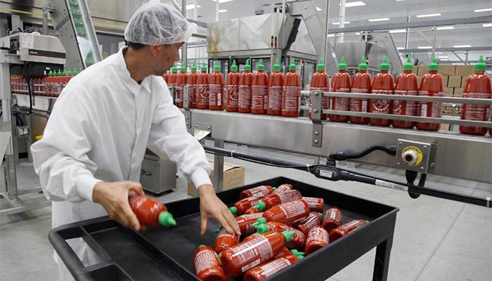 sriracha-hot-chili-sauce-factory