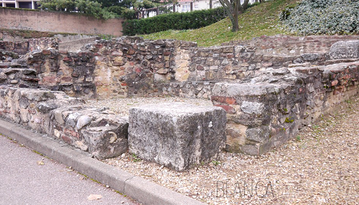 Remains-of-a-room-at-the-Roman-Ruins-in-Lyon
